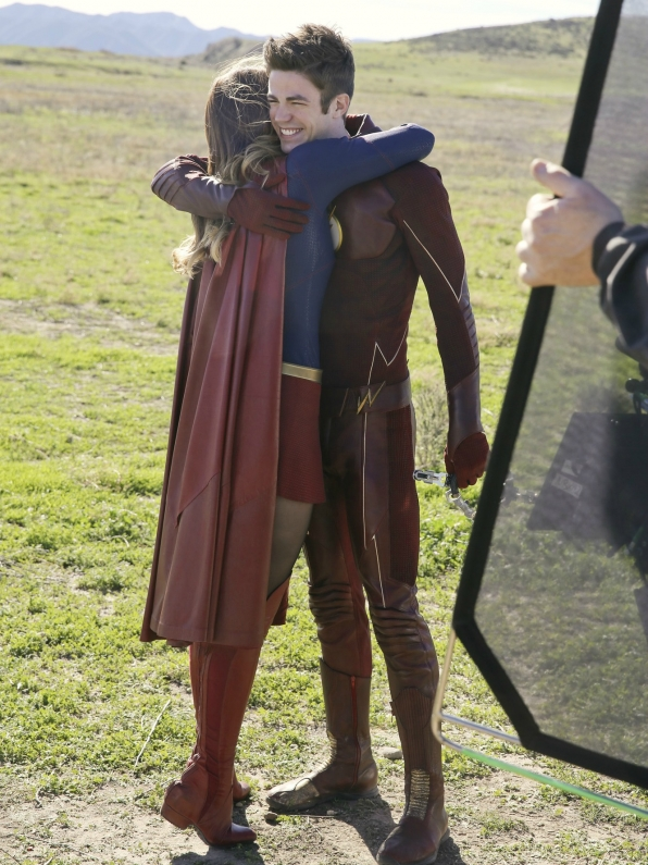 supergirl-flash-crossover-09